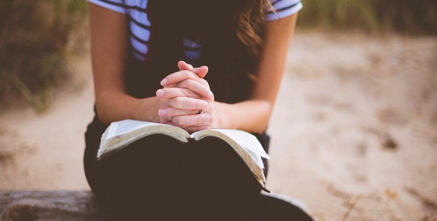 10 powodów, dla których warto czytać 4 rozdziały Biblii dziennie