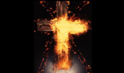 Ochrzczony, czytający Biblię i modlący się wróg krzyża Chrystusa